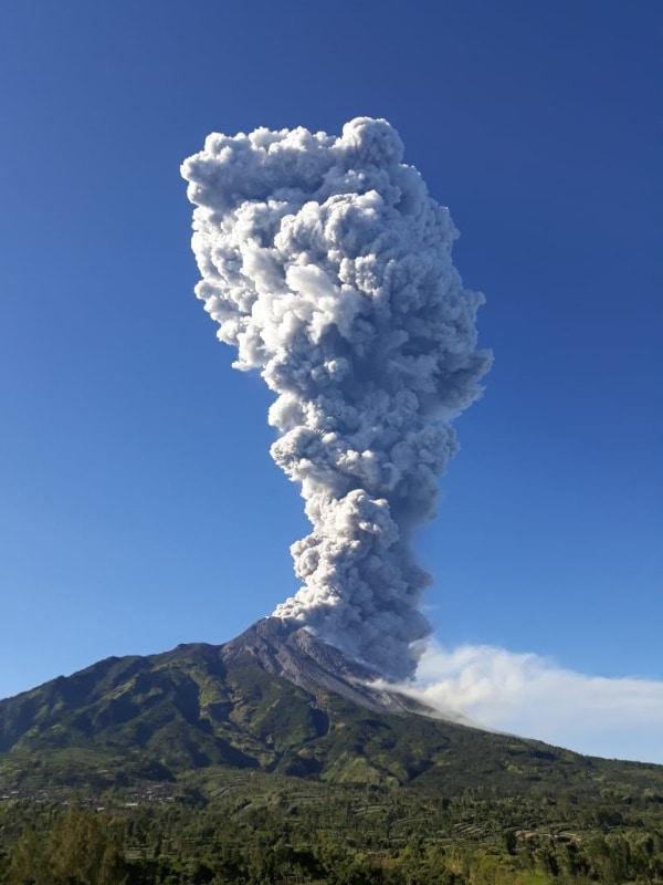 25327 medium press release bmkg erupsi freatik gunungapi merapi 11 mei 2018