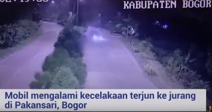 25528 medium video kecelakaan mobil terjun ke jurang di pakansari bogor