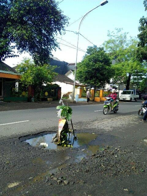 2570 medium 33. lubang jalan kodim