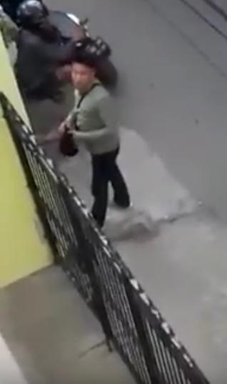 25768 medium terekam cctv terduga pencuri acungkan pistol di karawang