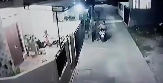 25769 medium terjadi percobaan pencurian terekam cctv di hasanah residence 2 pitara pancoranmas