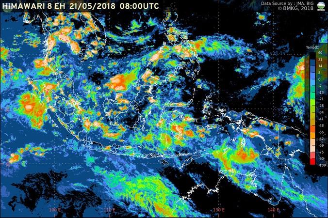 25772 medium potensi hujan lebat berlanjut  waspada banjir dan longsor di beberapa wilayah indonesia %2821 23 mei 2018%29