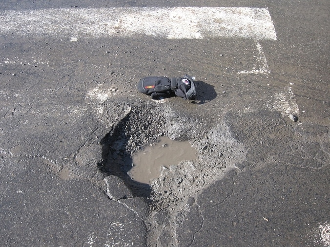 25825 medium warga cikopo selatan  kabupaten bogor keluhkan jalan rusak