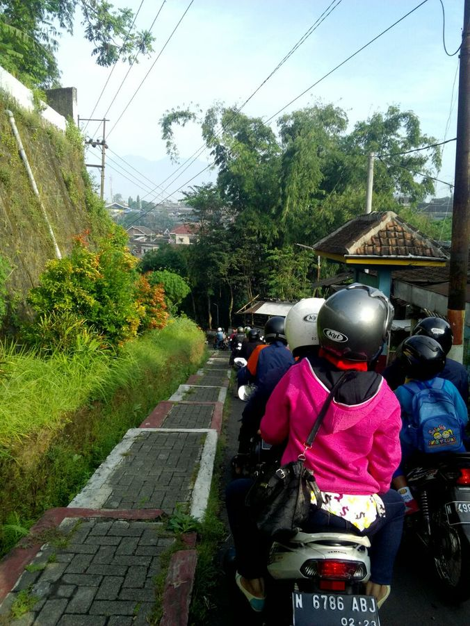 25932 medium 13. jembatan macet