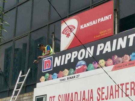 2603 medium reklame liar di jl gajah mada hayam wuruk ditertibkan