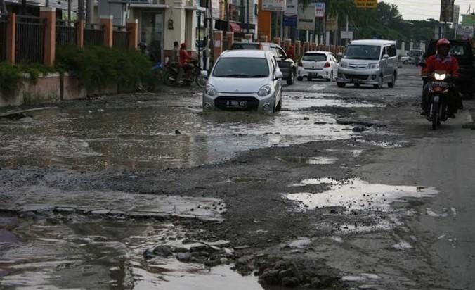 26198 medium masih banyak jalan rusak di jalur mudik bekasi