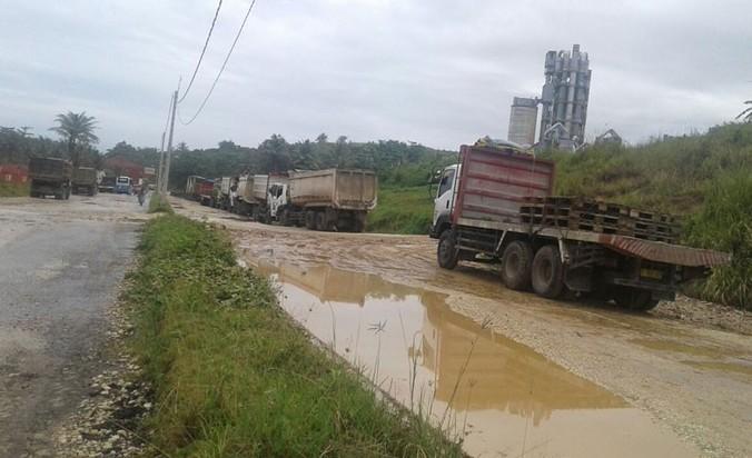 26425 medium jalan rusak sepanjang 10 5 kilometer hadang pemudik di banten selatan