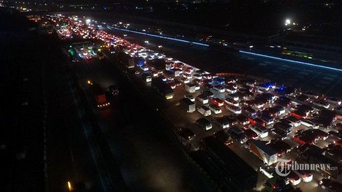 26640 medium kemacetan di gerbang tol cikarang utama 20180609 034520