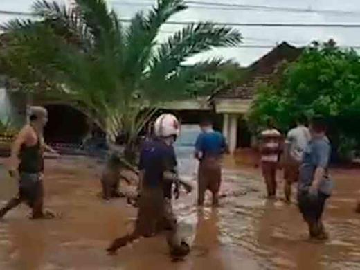 27066 medium video detik detik banjir bandang melanda banyuwangi