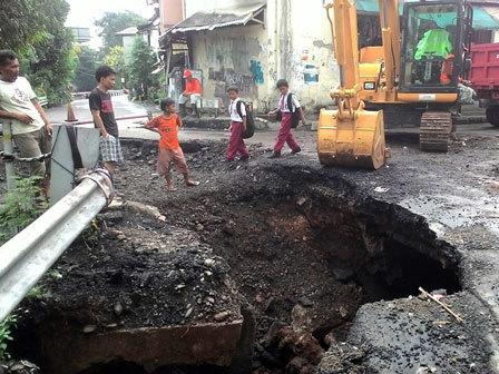 2713 medium perbaikan jembatan kompleks hankam terkendala