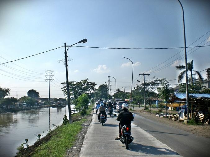 27160 medium jalan kalimalang salah satu jalan yang akan banyak di lewati oleh pemudik lebaran foto istimewa