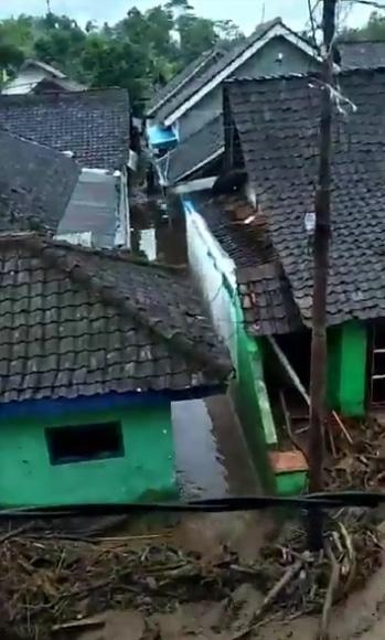 27230 medium ini strategi klhk cegah longsor dan banjir bandang terulang di banyuwangi