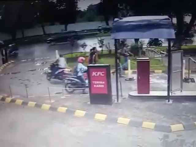 27302 medium video viral aksi percuri motor di parkiran kfc alam sutera