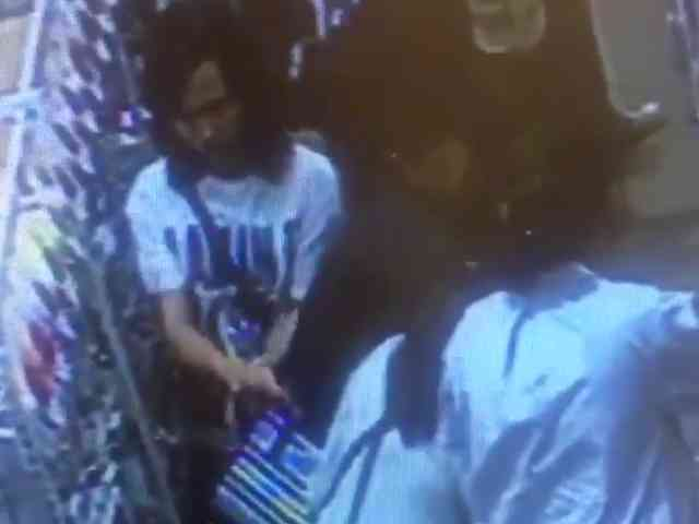 27478 medium video cctv komplotan pencuri gasak iphone di mal jakarta barat