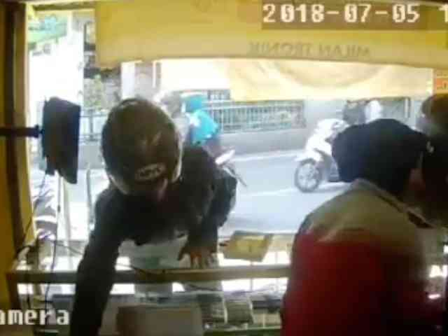 27778 medium video aksi pria maling ponsel di toko cimahi tak lebih dari satu menit