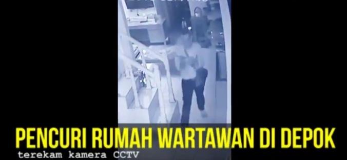 28042 medium video pria berpakaian rapi terekam cctv bobol rumah wartawan di depok