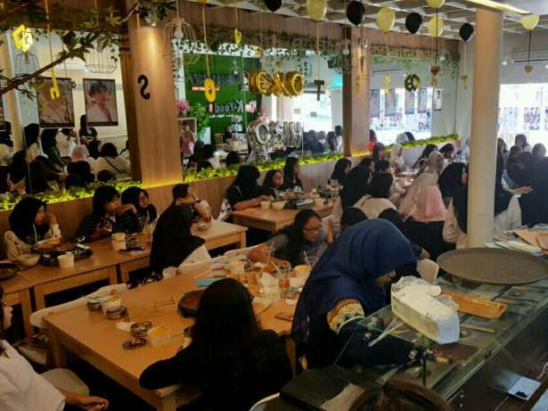28155 medium butuh waiter  cook helper  barista   baker untuk korean cafe   resto