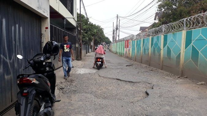 28278 medium kondisi jalan jengkol mengenaskan