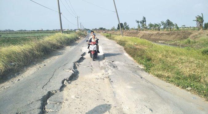 29407 medium warga larangan keluhkan jalan rusak