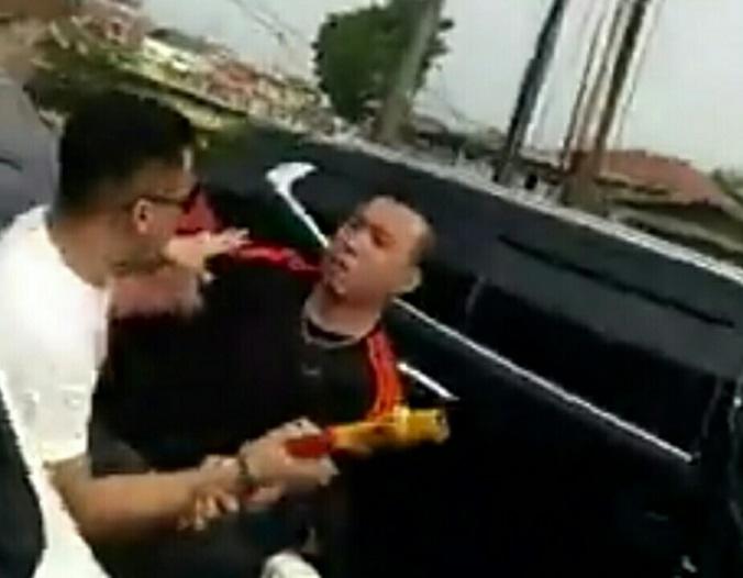 29504 medium pemuda mengaku anak jendral adu otot dengan sesama pengguna jalan
