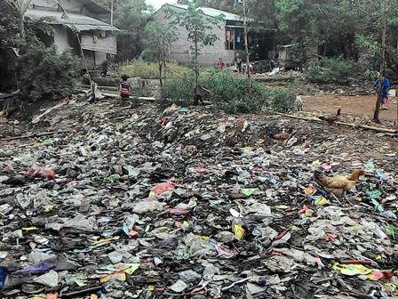 2957 medium warga ciracas keluhkan gunungan sampah