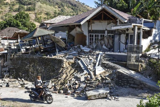 30354 medium jalan rusak persulit distribusi bantuan gempa lombok