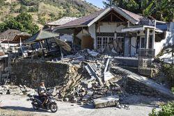 30354 small jalan rusak persulit distribusi bantuan gempa lombok