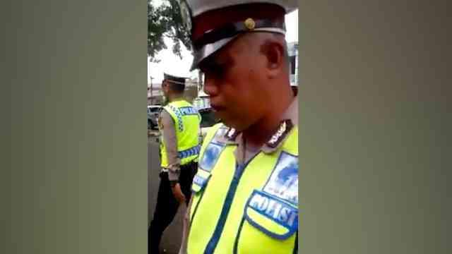 30533 medium video viral polisi lakukan pungli di cijerah