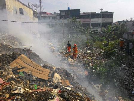 3197 medium lahan kosong di pesing koneng terbakar