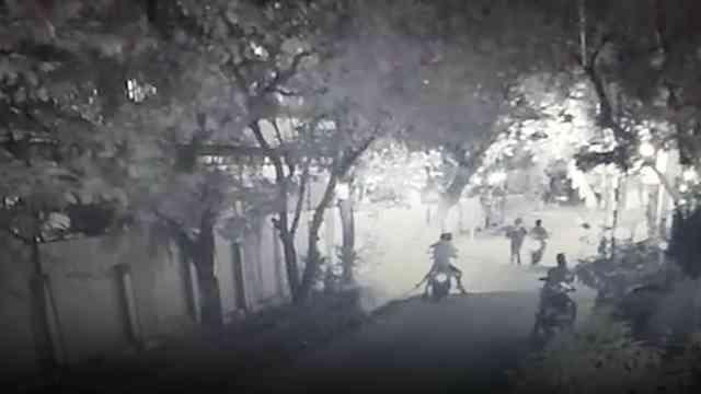 32168 medium video sekelompok begal bercelurit serang dua pemuda di bekasi