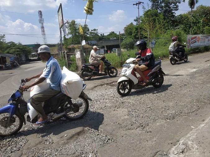 32173 medium jalan gas alam depok akan diperbaiki oktober mendatang