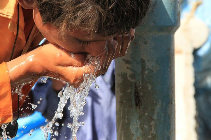 32269 medium pengungsi bencana gempa bumi di lombok barat kesulitan air bersih