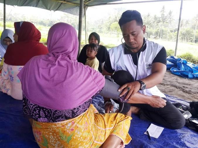 32339 medium korban gempa di ntb keluhkan sejumlah penyakit