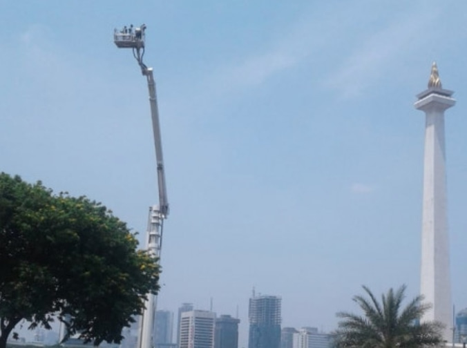 33780 medium monas hadirkan bronto skylift untuk menikmati ketinggian monas