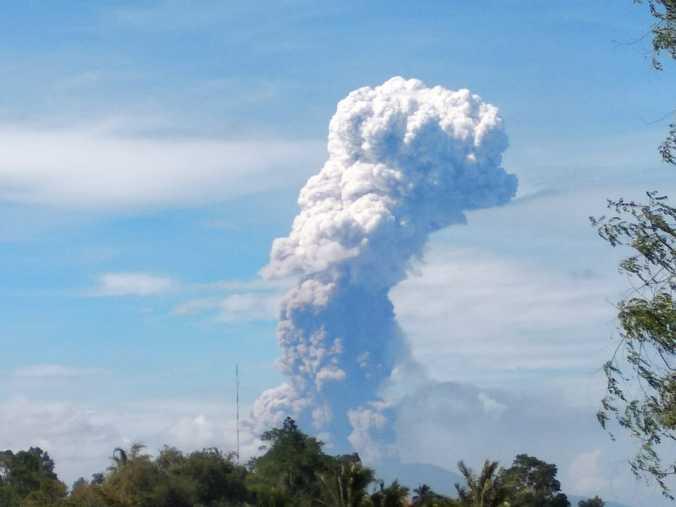 34494 medium gunung soputan meletus hingga tinggi kolom abu vulkanik 4 km