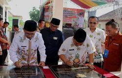 35910 small plt bupati subang resmikan gedung kantor desa karangmukti 918000