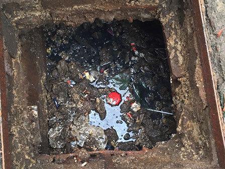 3672 medium warga keluhkan saluran air jl suryo tercemar