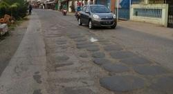 36744 small jalan perjuangan rusak berat  warga tagih janji pemda bekasi