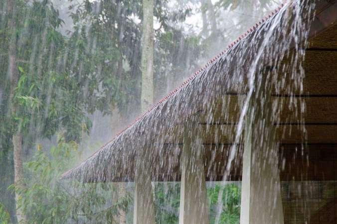37928 medium rumah hujan