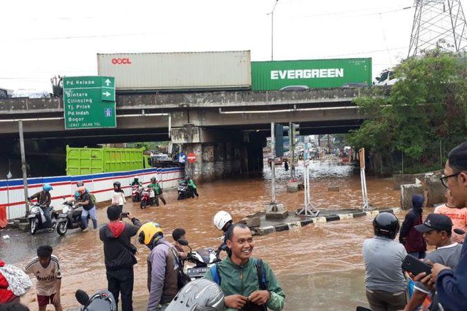 38302 medium pinggir kali bekasi banjir