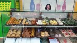 38401 small %28lowongan kerja%29 dibutuhkan karyawati jaga stand kue basah di giant express