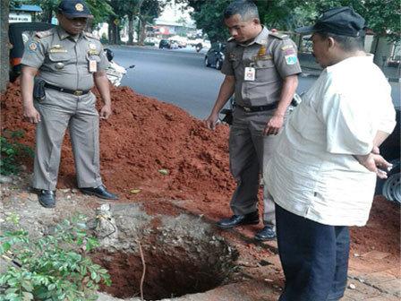 3851 medium lubang sedalam 7 meter ditemukan di kebayoran baru