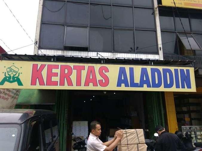 38835 medium dibutuhkan tenaga kerja di toko kertas aladdin