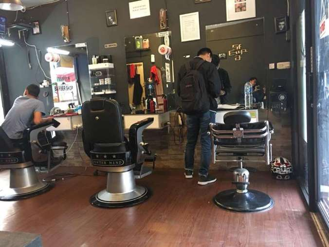 39427 medium kasir wanita barbershop