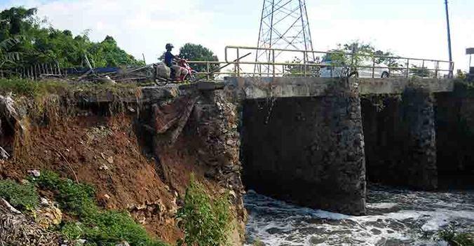 40108 medium jembatan cbl di sumberjaya longsor