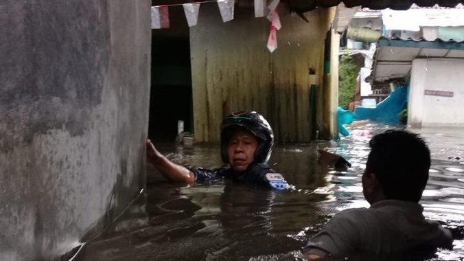 40840 medium astanaanyar kota bandung terendam banjir dengan ketinggian mencapai leher orang dewasa