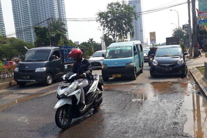 41215 medium pipa pdam bocor hambat perbaikan jalan kh noer ali bekasi