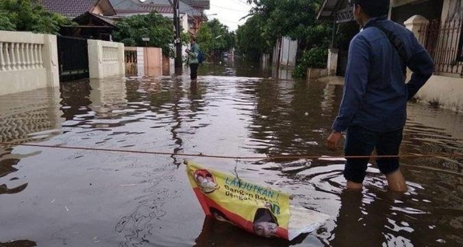 41216 medium banjir di komplek tni al jatibening  pondok gede