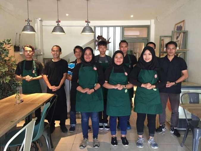 41318 medium dicari leader cook dan cook untuk masakan indonesia