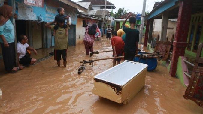 41427 medium banjir genangi empat wilayah di lampung
